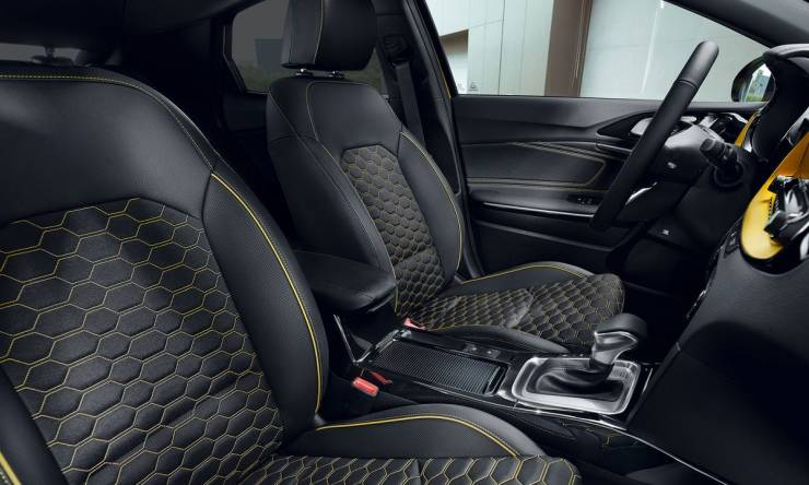 desktop_22_feature_slider_interior_seat_design_w_yellow_accents