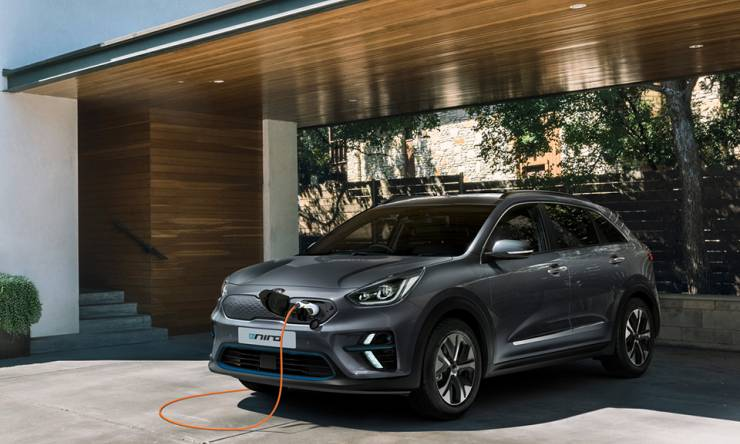 kia-e-niro-front-parking-with-charging-cable-960x720